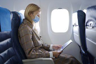 Mujer viajando en pandemia